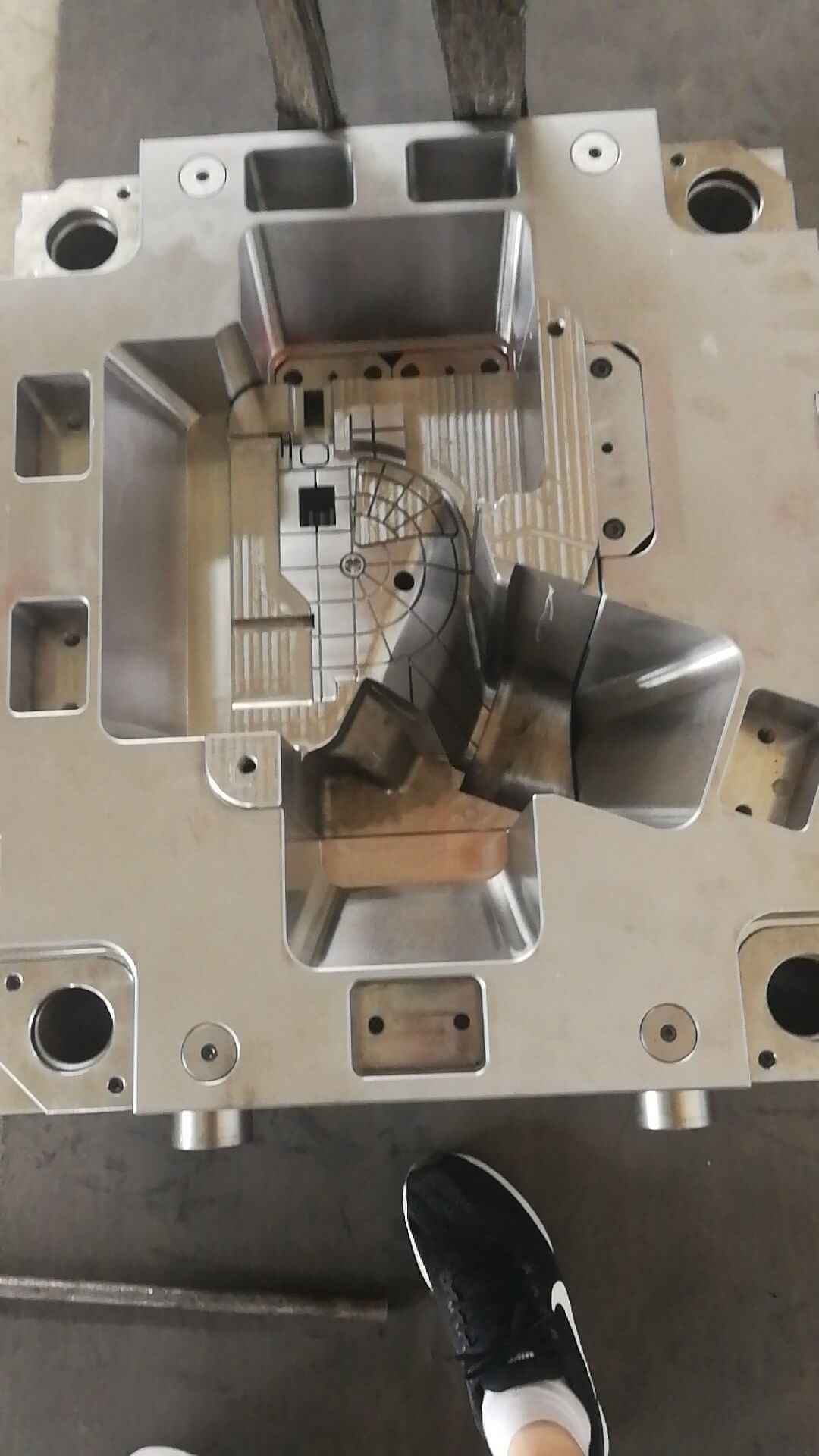 injection mould for auto